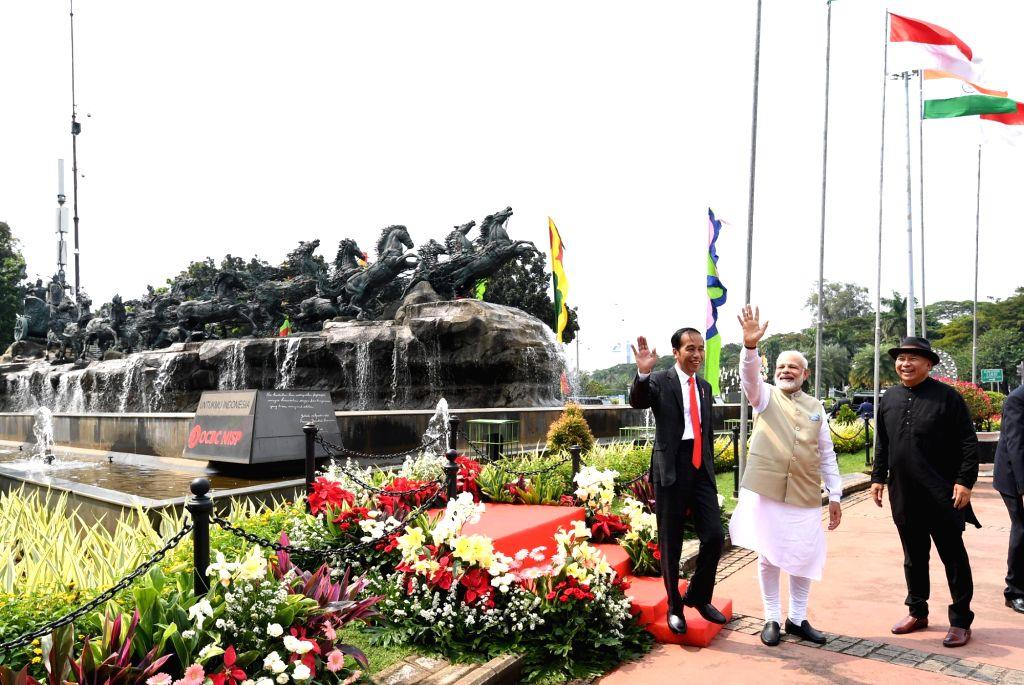 Prime Minister Narendra Modi with Indonesian President Joko Widodo during his visit to Arjuna Wijaya Chariot statue, in Jakarta, Indonesia on May 30, 2018. - Narendra Modi