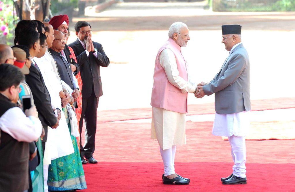 Prime Minister Narendra Modi with Nepalese Prime Minister K.P. Sharma Oli during his Ceremonial Reception, at Rashtrapati Bhavan in New Delhi on April 7, 2018. - Narendra Modi and P. Sharma Oli