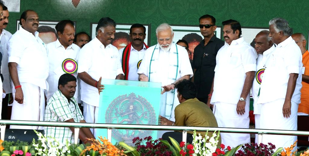 Prime Minister Narendra Modi with Tamil Nadu Chief Minister K. Palaniswami and Deputy Chief Minister O Panneerselvam during a meeting in Chennai on March 6, 2019. - Narendra Modi