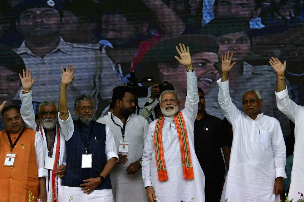 Prime Minister Narendra Modi with Union Minister Ashwini Kumar Choubey, Bihar Chief Minister Nitish Kumar and Deputy Chief Minister Sushil Kumar Modi during a public rally in Bihar's ... - Narendra Modi, Ashwini Kumar Choubey, Nitish Kumar and Sushil Kumar Modi