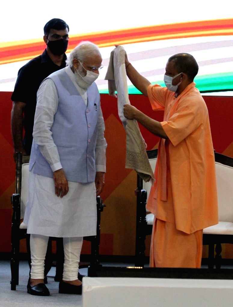 Prime Minister Narendra Modi with UP Chief Minister Yogi Adityanath during Transforming Urban Landscape conference cum Expo in Lucknow in Tuesday October 05,2021, (PHOTO:PHOOLCHAND/IANS) - Narendra Modi