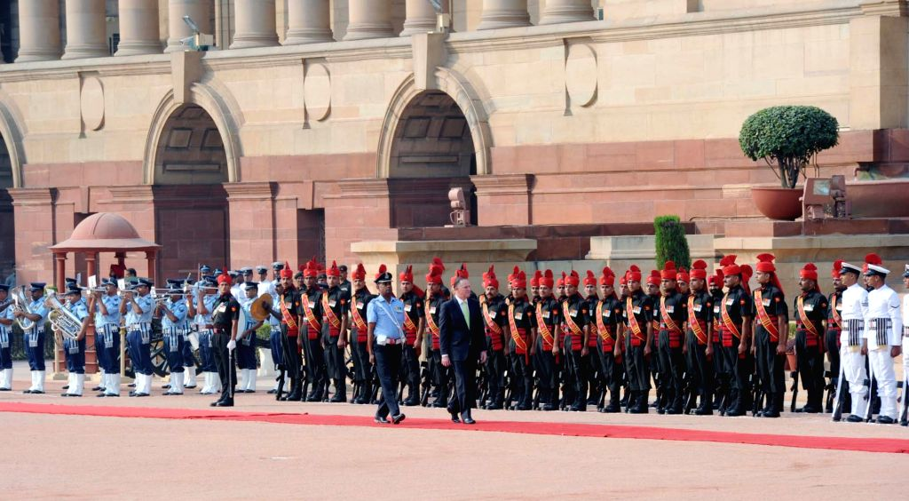 Prime Minister of New Zealand John Key inspects the Gourd of Honour, at the Ceremonial Reception, at Rashtrapati Bhavan, in New Delhi on October 26, 2016.
