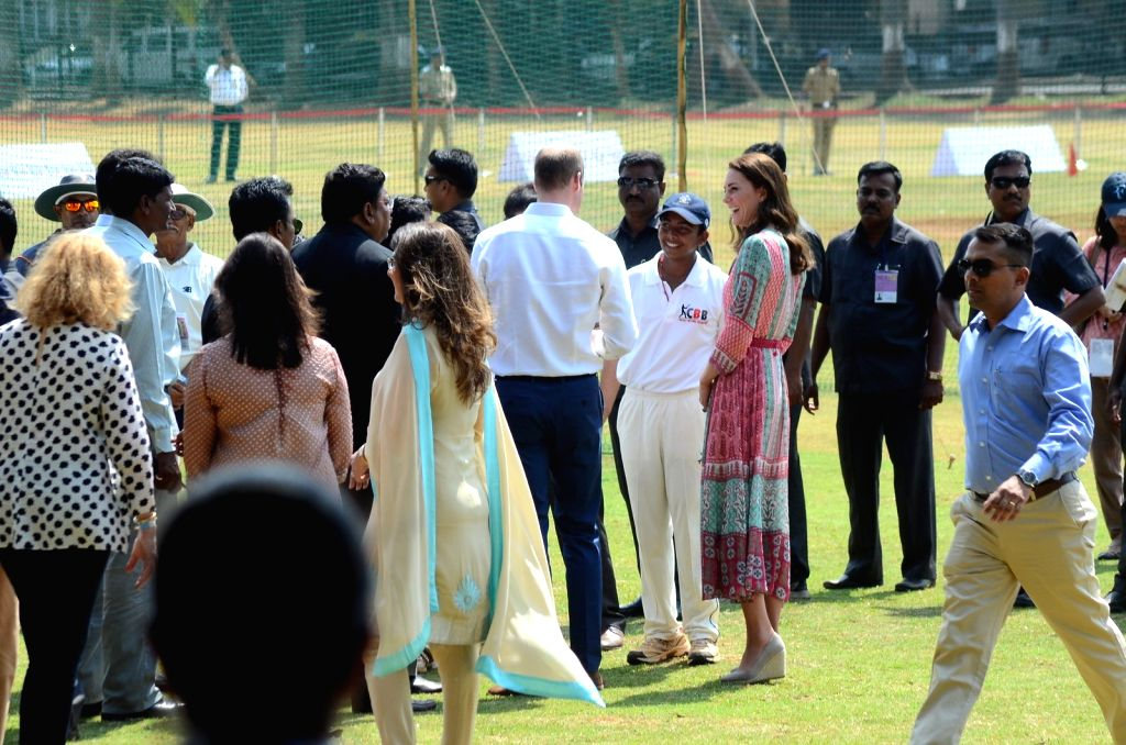 Prince William and Kate Middleton with former Indian cricketers Sachin Tendulkar and Dilip Vengsarkar during a charity cricket match at the Oval Maidan in Mumbai, on April 10, 2016. - Sachin Tendulkar