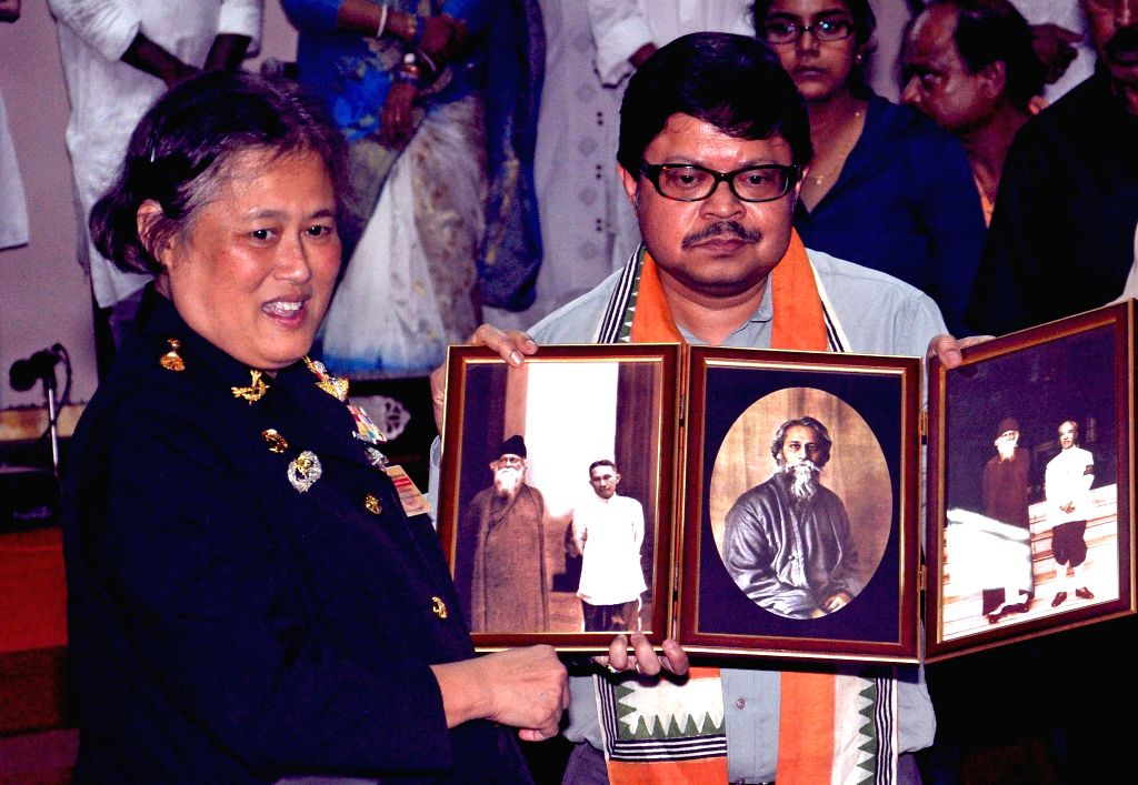 Princess of Thailand Maha Chakri Sirindhorn with Vice Chancellor of Rabindra Bharati University Sabyasachi Basu Roychowdhury during her visit to  Jorasanko Thakur Bari in Kolkata on July 22, 2014.