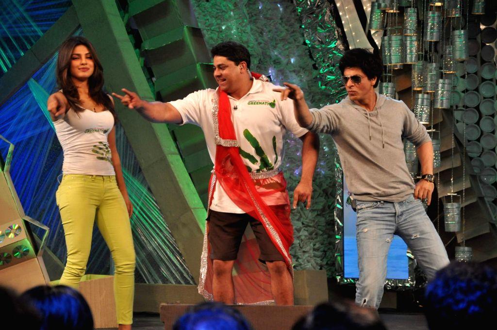 Priyanka Chopra and Shahrukh Khan on NDTV Greenathon event in Mumbai. - Priyanka Chopra and Shahrukh Khan