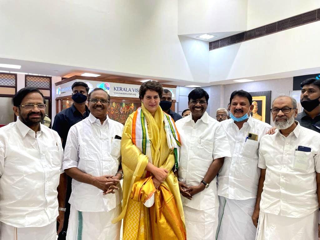 Priyanka Gandhi Vadra arrives in Kerala for two days Election campaigning.(photo:IANS) - Priyanka Gandhi Vadra