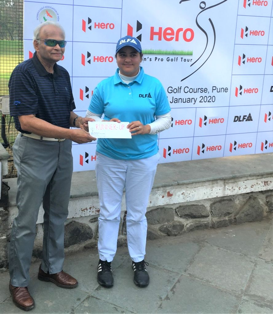 Pro-runner up Amandeep Drall receiving her award from Poona Club Gold Course Chairman (Tournaments) Pradip Nadkarni during 2020 Hero Women's Pro Golf Tour in Pune on Jan 10, 2020.
