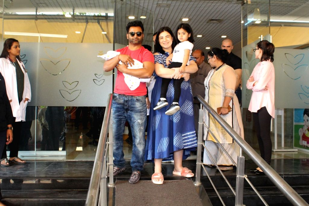 Producer-actor Sachiin Joshi along with her wife Urvashi Sharma come out after being released from a Mumbai hospital after she gave birth to a baby boy on Nov 26, 2017. - Sachiin Joshi and Urvashi Sharma
