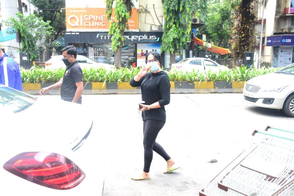 Producer and actor Tiger Shroff's mother Ayesha Shroff seen at Mumbai's Khar on Oct 8, 2020. - Tiger Shrof