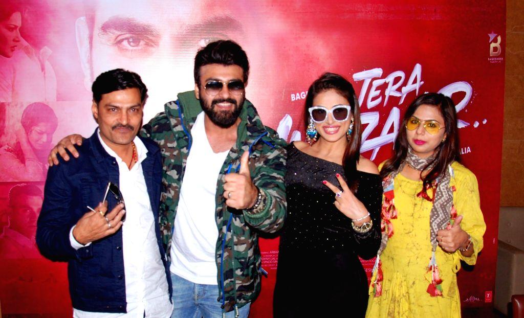 "Producer Bijal Mehta, actors Aarya Babbar and Bhani Singh during the promotions of their upcoming film ""Tera Intezaar"" in Amritsar on Nov 28, 2017. - Aarya Babbar, Bhani Singh and Bijal Mehta"