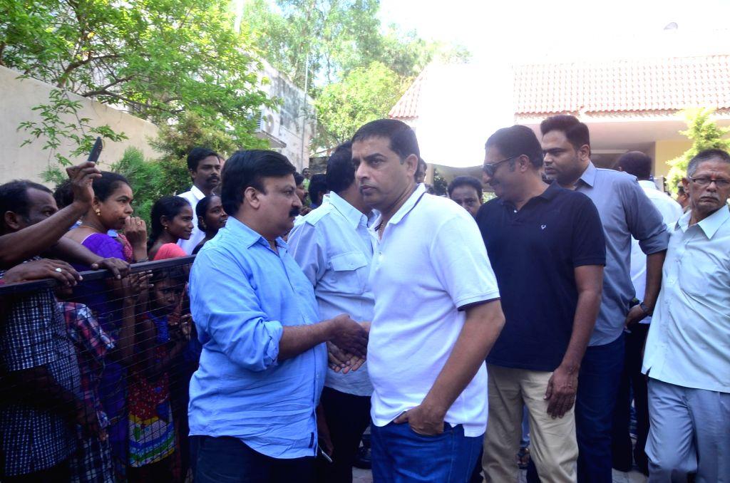Producer Dil Raju pays last respect to Dasari Narayana Rao at his residence. - Dasari Narayana Rao
