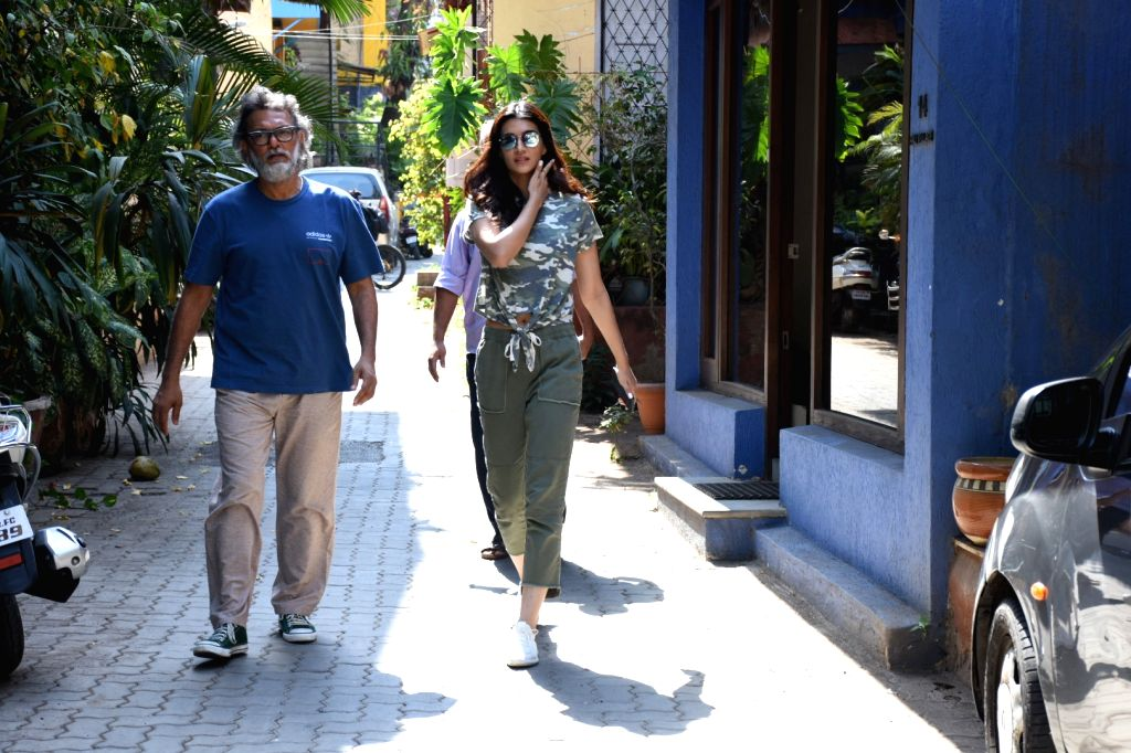 Producer Rakesh Omprakash Mehra and actress Kriti Sanon seen seen at Mumbai's Bandra, on April 24, 2019. - Kriti Sanon