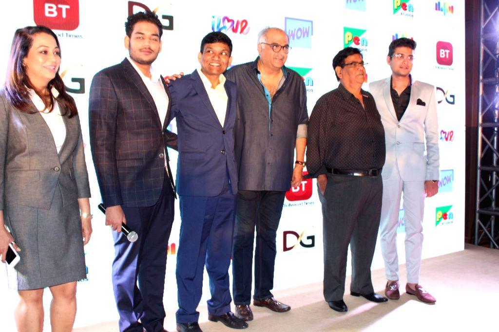 Producers Boney Kapoor, Jayantilal Gada and Dhaval Gada and actors Satish Kaushik and Janhvi Kapoor at the launch of a channel, in New Delhi on July 18, 208. - Satish Kaushik, Janhvi Kapoor and Boney Kapoor