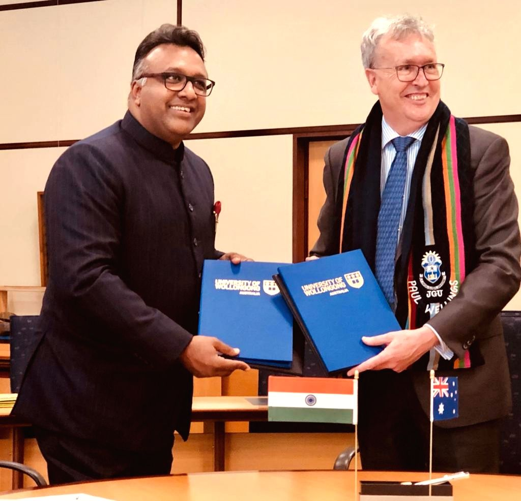 Professor (Dr.) C. Raj Kumar, Vice Chancellor, O.P. Jindal Global University and Professor (Dr.) Paul Wellings, Vice Chancellor, University of Wollongong at the signing of the Memorandum of ... - C. Raj Kumar