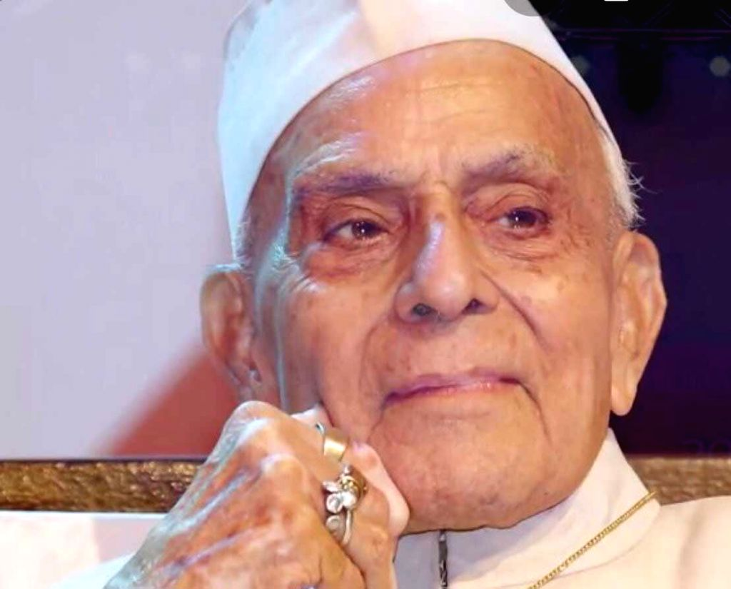Prominent Urdu poet Anand Mohan Zutshi Gulzar Dehlvi.
