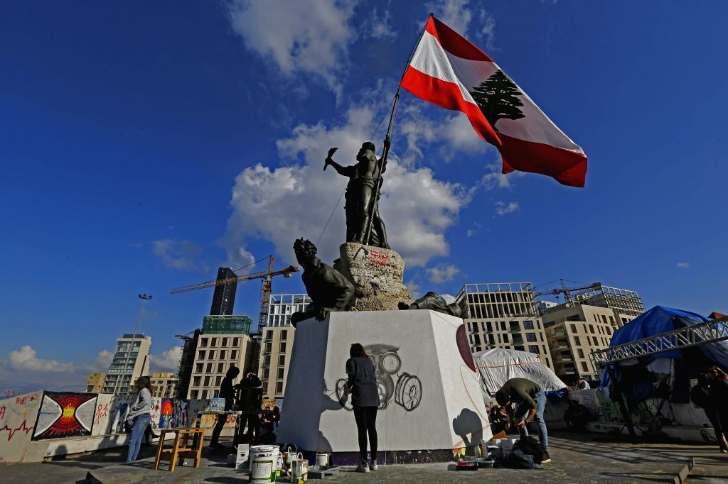 Protesters block roads in Beirut ahead of Parliament session
