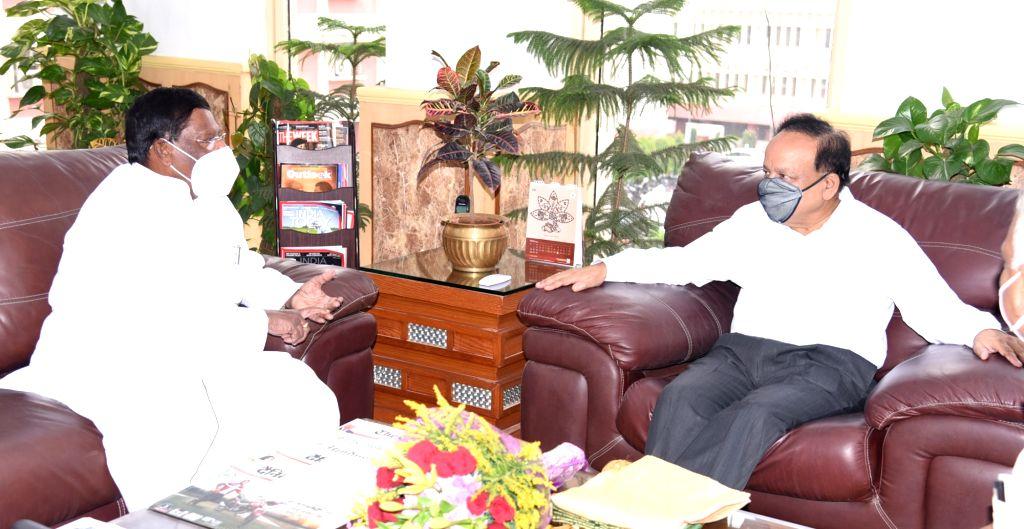 Puducherry Chief Minister V. Narayanasamy meets Union Health & Family Welfare, Science & Technology and Earth Sciences Minister Harsh Vardhan, in New Delhi on Sep 24, 2020. - V. Narayanasamy
