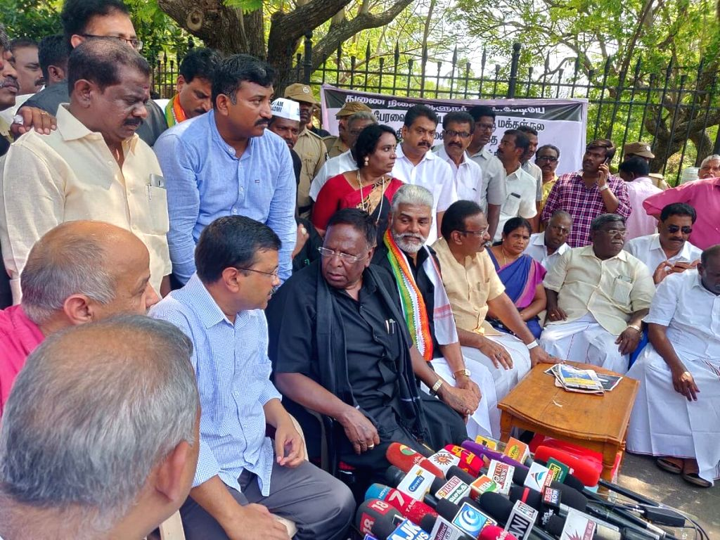 Puducherry: Delhi Chief Minister Arvind Kejriwal and Puducherry Chief Minister V Narayanasamy talk to media persons in Puducherry, on Feb 18, 2019. (Photo: IANS/Twitter/@ArvindKejriwal) - Arvind Kejriwal
