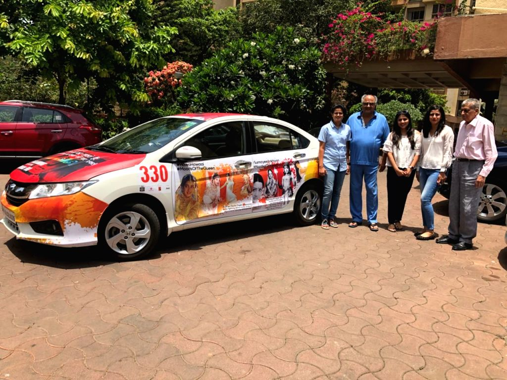Pune girls and die-hard fans of the late actress Sridevi - Paridhi Bhati, 26, Bhavana Varma, 33, Tonu Sojatia, 29 - who were specially invited by the Boney Kapoor and actress-daughter Jahnvi ... - Sridevi and Kapoor