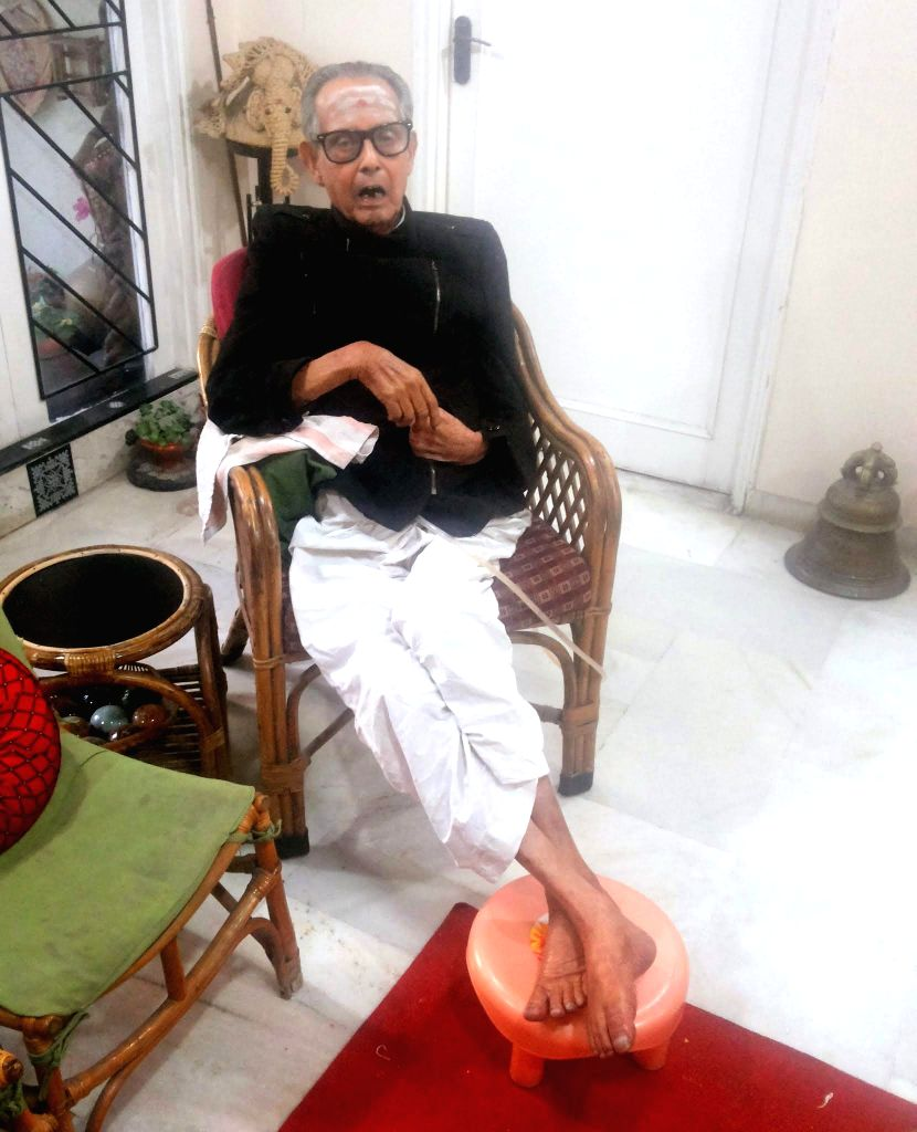 """Legendary cartoonist R.K. Laxman, creator of the iconic """"Common Man"""", died in a private hospital in Pune on Jan 26, 2015. Laxman, brother of late novelist R.K. Narayan, is survived by"""