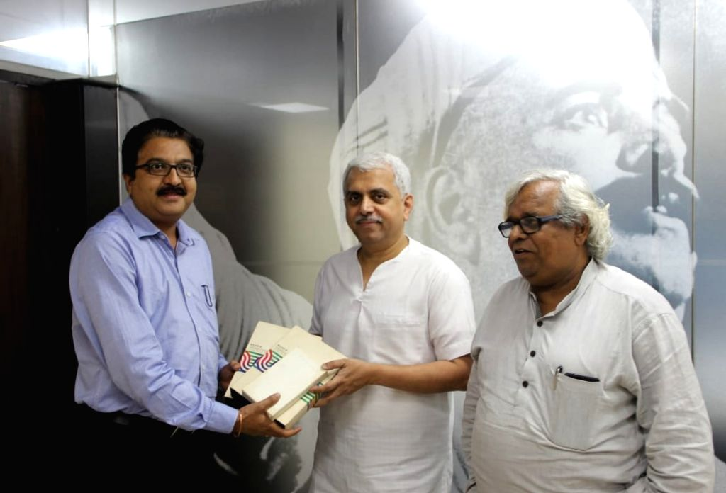 "Pune: Legendary writer and playwright P. L. Deshpande's nephew Dinesh Thakur and film historian Satish Jakatdar hand over a rare footage of the iconic Marathi film, ""Vande Mataram"" (1948) - in which Deshpande and his wife Sunita essayed the lead role"