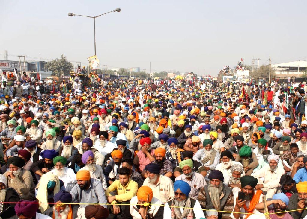 Punjab and Haryana Farmer during A  protest against kisaan Bill at Singu border in New Delhi on Monday (photo:Qamar Sibtain)
