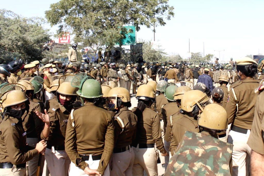 Punjab and Haryana Farmer protests march against farmer bill  Haryana to Delhi at Sindu Border in New Delhi on Friday photo by Qamar Sibtain.