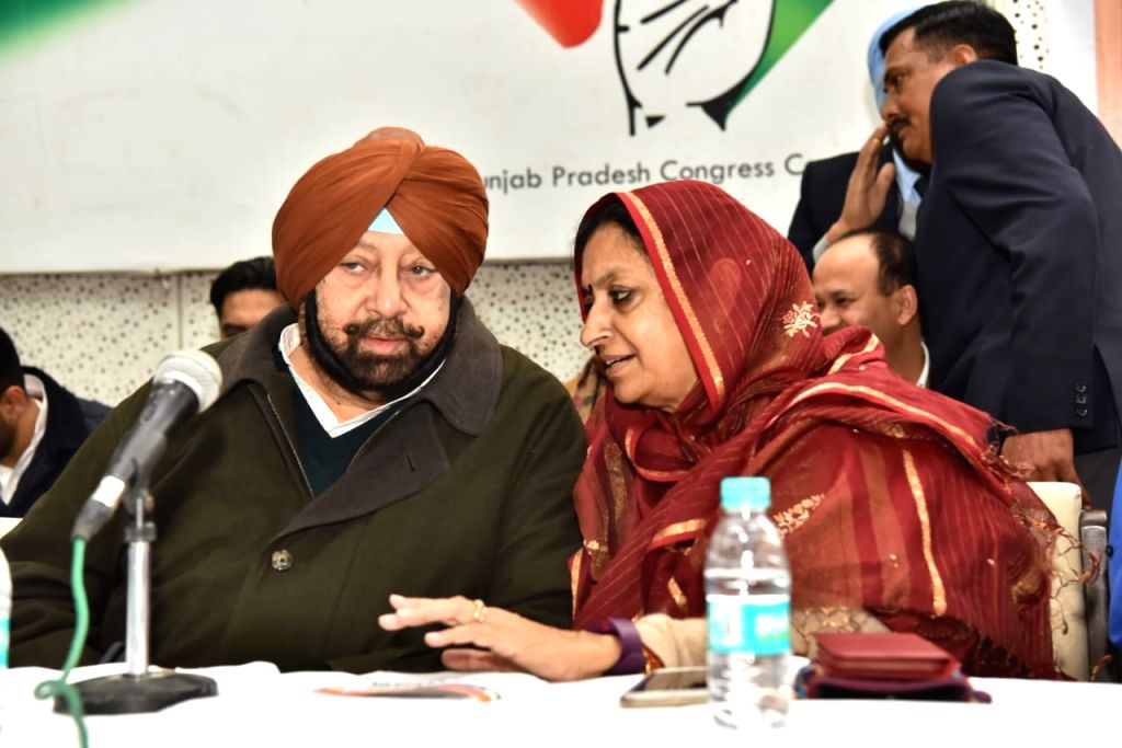 Punjab Chief Minister and Congress leader Amarinder Singh and the party's state in-charge Asha Kumari at the launch of the party's 'Jan Sampark Abhiyan' in Chandigarh, on Jan 25, 2019. - Amarinder Singh