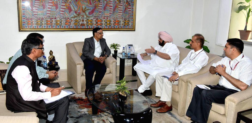 Punjab Chief Minister Captain Amarinder Singh meets NITI Aayog Vice Chairman Dr. Arvind Panagariya in New Delhi, on May 17, 2017. - Captain Amarinder Singh