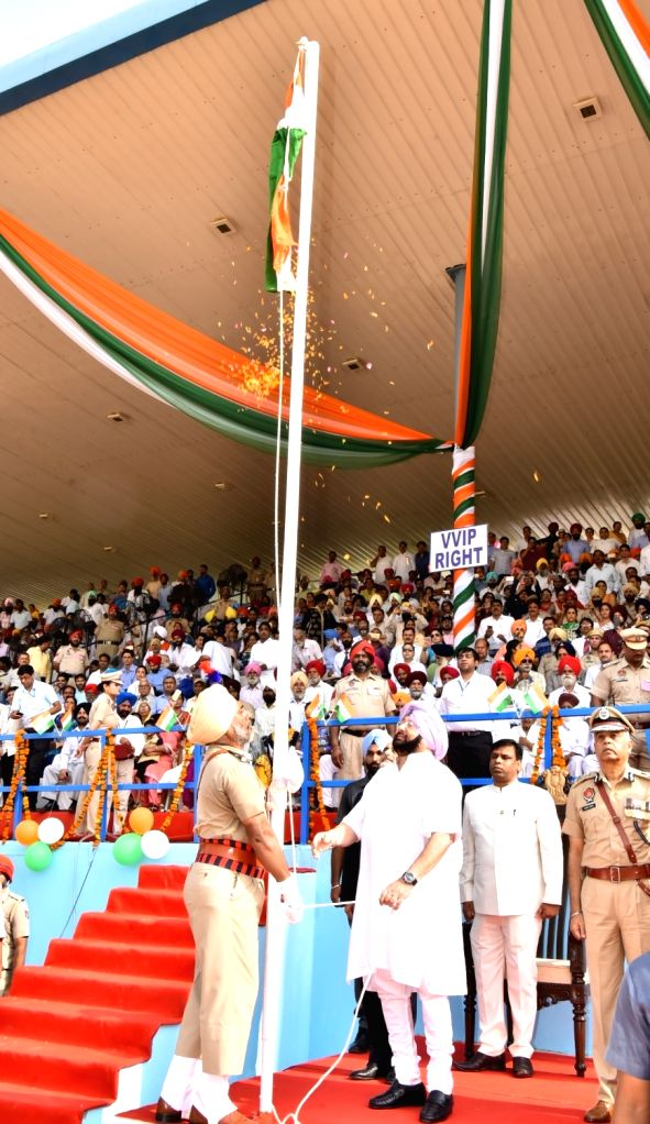 Punjab Chief Minister Captain Amarinder Singh hoists the national flag Independence Day at Gurudaspur in Punjab on Aug 15, 2017. - Captain Amarinder Singh