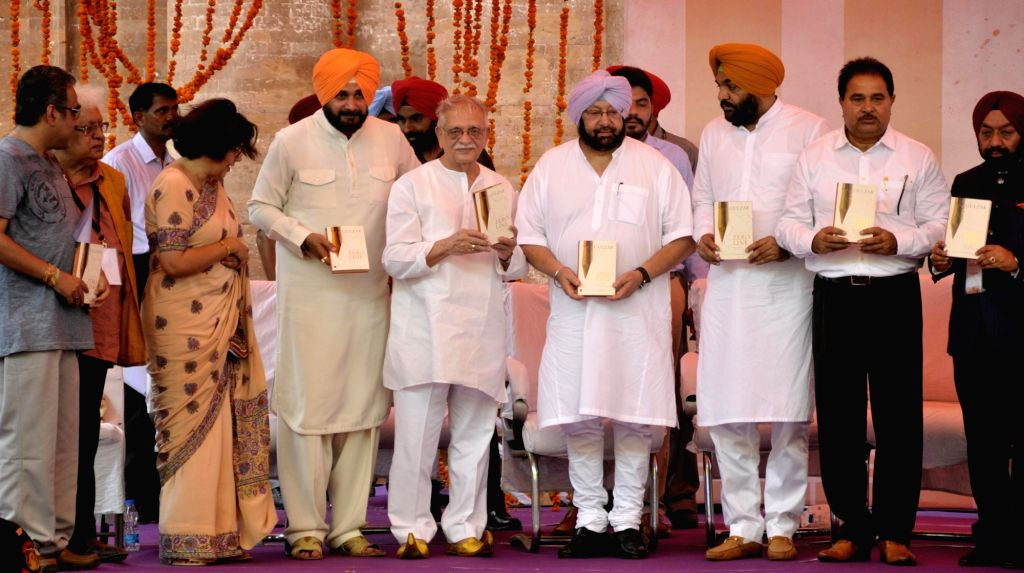Punjab Chief Minister Captain Amarinder Singh, Punjab Tourism Minister Navjot Singh Sidhu along with poet and lyricist Gulzar at the newly inaugurated Partition Museum in Amritsar on Aug ... - Captain Amarinder Singh and Navjot Singh Sidhu