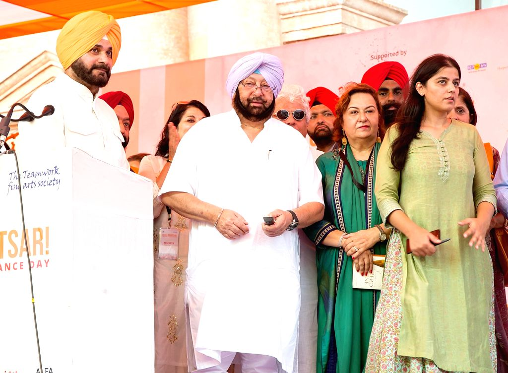 Punjab Chief Minister Captain Amarinder Singh, Punjab Tourism Minister Navjot Singh Sidhu during the inauguration of Partition Museum in Amritsar on Aug 17, 2017. - Captain Amarinder Singh and Navjot Singh Sidhu