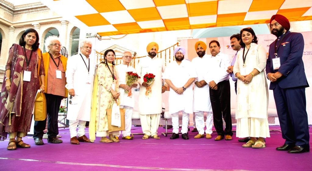 Punjab Chief Minister Captain Amarinder Singh, Punjab Tourism Minister Navjot Singh Sidhu along with poet and lyricist Gulzar during the inauguration of Partition Museum in Amritsar on Aug ... - Captain Amarinder Singh and Navjot Singh Sidhu