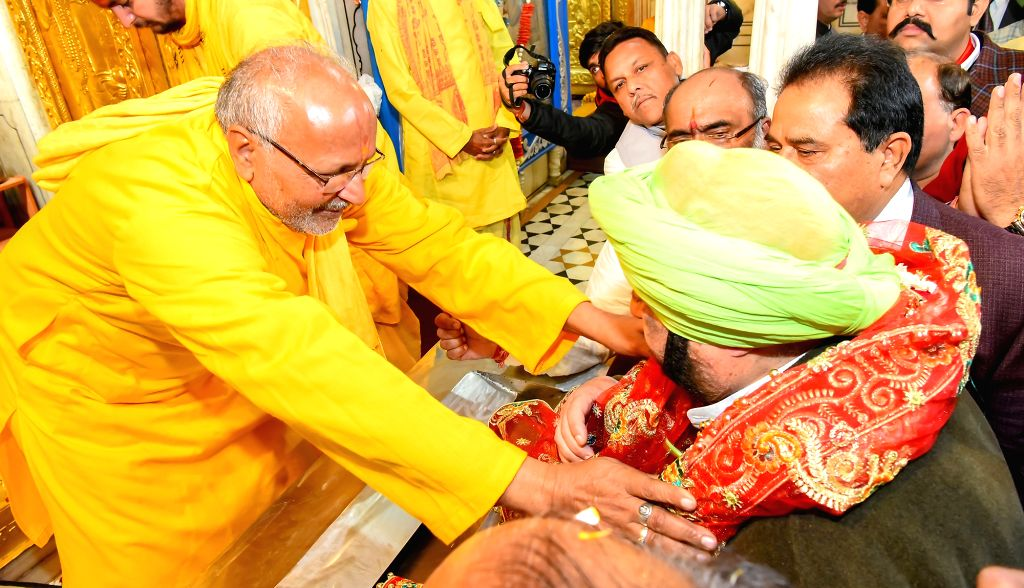 Punjab Chief Minister Captain Amarinder Singh pays obeisance at Durgiana Temple in Amritsar on March 4, 2019. - Captain Amarinder Singh