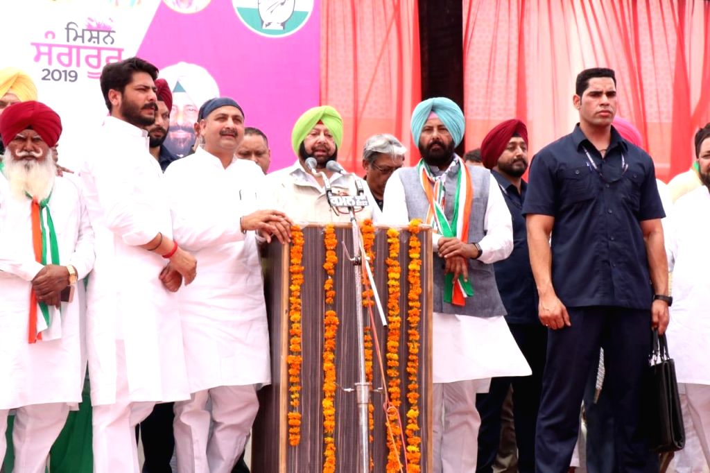 Punjab Chief Minister Captain Amarinder Singh accompanied by Congress Lok Sabha candidate from Sangrur, Kewal Singh Dhillon, addresses a public rally, in Punjab's Sangrur, on April 24, 2019. - Captain Amarinder Singh and Kewal Singh Dhillon