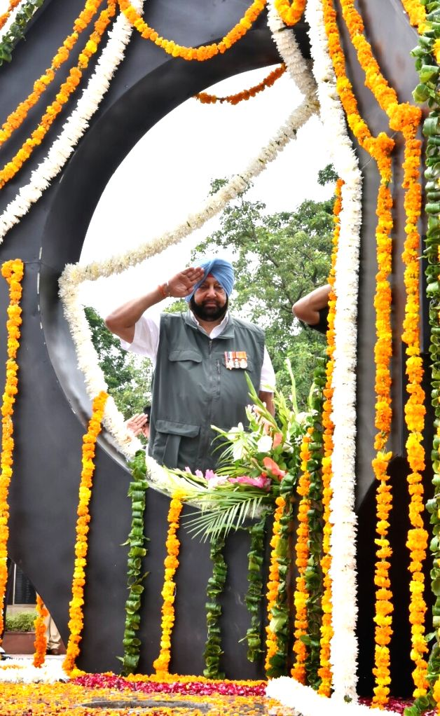 Punjab Chief Minister Captain Amarinder Singh pays tributes to martyrs on the 20th Anniversary of  Kargil Vijay Diwas, in Chandigarh on July 26, 2019. - Captain Amarinder Singh