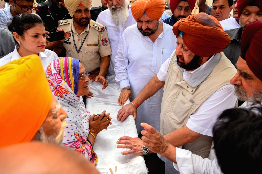 Punjab Chief Minister Captain Amarinder Singh inquires about the health and recovery of Gurdaspur factory blast victims  during his visit to Civil Hospital in Batala, on Sep 6, 2019. - Captain Amarinder Singh