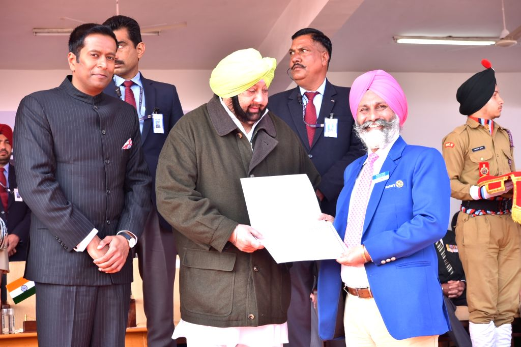 Punjab Chief Minister Captain Amarinder Singh honours social worker Harjit Singh during the 71st Republic Day celebrations in SAS Nagar district on Jan 26, 2020. - Captain Amarinder Singh and Harjit Singh