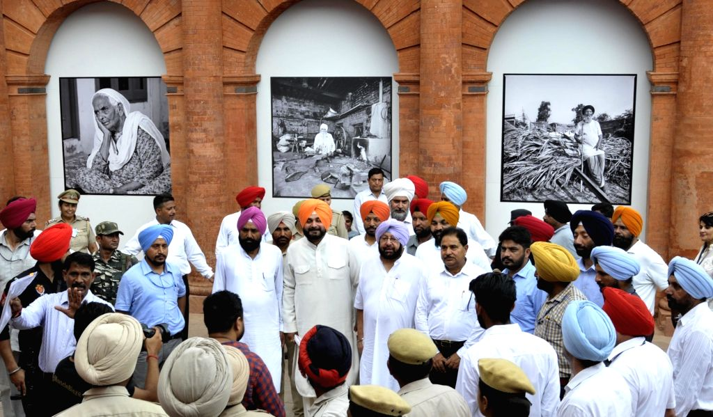 Punjab Chief Minister Captain Amarinder Singh and Punjab Tourism Minister Navjot Singh Sidhu at the newly inaugurated Partition Museum in Amritsar on Aug 17, 2017. - Captain Amarinder Singh and Navjot Singh Sidhu