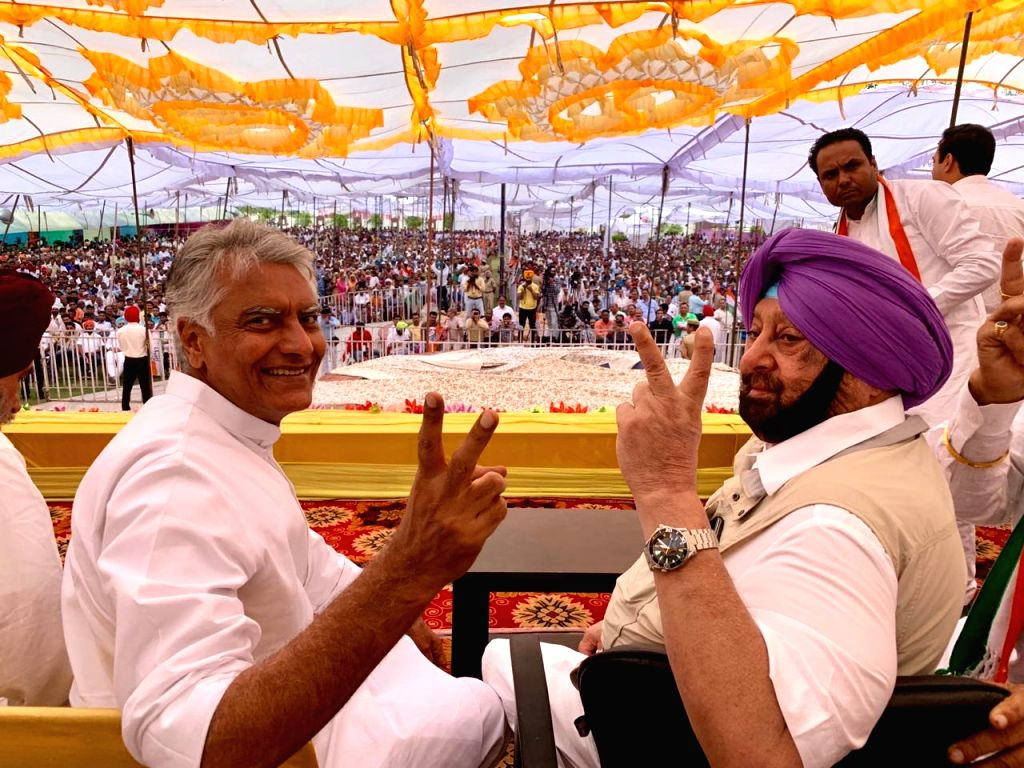 Punjab Chief Minister Captain Amarinder Singh and Congress' Lok Sabha candidate from Gurdaspur, Sunil Kumar Jakhar during a public rally ahead of the 2019 Lok Sabha elections, in Punjab's ... - Captain Amarinder Singh and Sunil Kumar Jakhar