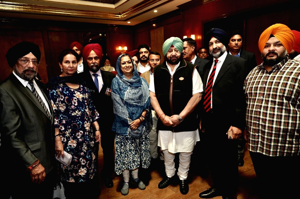 Punjab Chief Minister Captain Amarinder Singh and his wife and Member Parliament from Patiala Preneet Kaur during a meeting with a group of NRIs that came for the 550th birth anniversary ... - Captain Amarinder Singh, Patiala Preneet Kaur and Nanak Dev