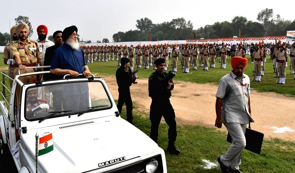 Punjab Chief Minister Parkash Singh Badal inspects Guard of Honour during Independence Day programme in Mohali on Aug 15, 2016. - Parkash Singh Badal