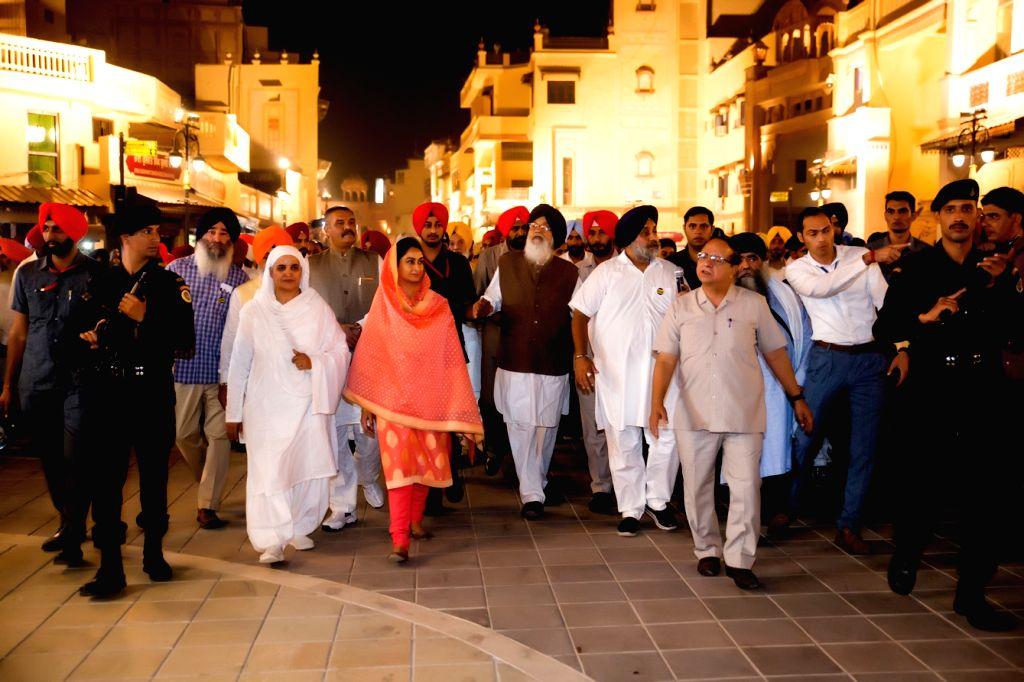 Punjab Chief Minister Parkash Singh Badal, Deputy Chief Minister Sukhbir Singh Badal and Union Ministers Harshimrat Kaur Badal and Vijay Sampla during inauguration of Amritsar ... - Parkash Singh Badal, Harshimrat Kaur Badal, Vijay Sampla and Sukhbir Singh Badal