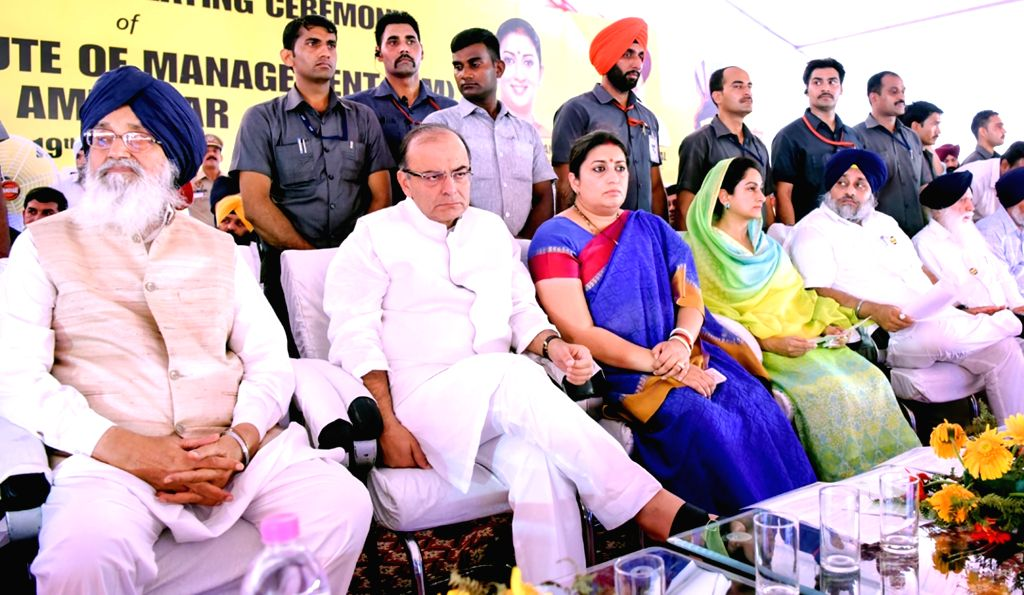 Punjab Chief Minister Parkash Singh Badal, Punjab Deputy Chief Minister Sukhbir Singh Badal, Union Minister for Finance, Corporate Affairs, and Information and Broadcasting Arun Jaitley, ... - Parkash Singh Badal, Sukhbir Singh Badal, Arun Jaitley and Smriti Irani