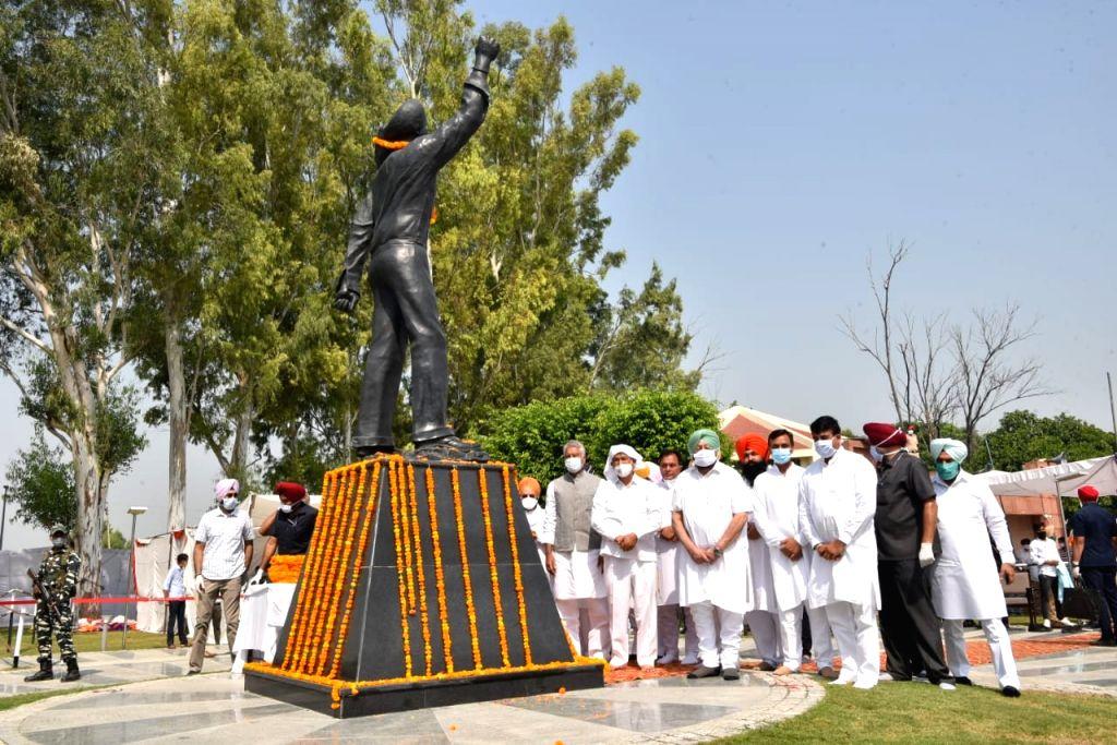 Punjab CM pays tributes to Bhagat Singh at his 'Samadhi Sthal' on his 113 birth anniversary at Khatkar Kalan in Nawanshahr of Shaheed Bhagat Singh Nagar district on Sep 28, 2020. Punjab ... - Bhagat Singh Nagar, Sunil Kumar Jakhar and Amarinder Singh