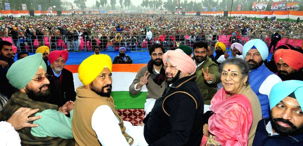 Punjab Congress Captain Amarinder Singh with Pratap Singh Bajwa, Ambika Soni and others during a party rally in Mukhtasar on Jan 14, 2016. - Amarinder Singh and Pratap Singh Bajwa