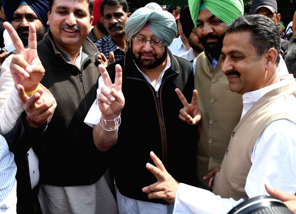 Punjab Congress chief Capt Amarinder Singh arrives to meet party's vice president Rahul Gandhi in New Delhi on March 14, 2017. - Capt Amarinder Singh and Rahul Gandhi