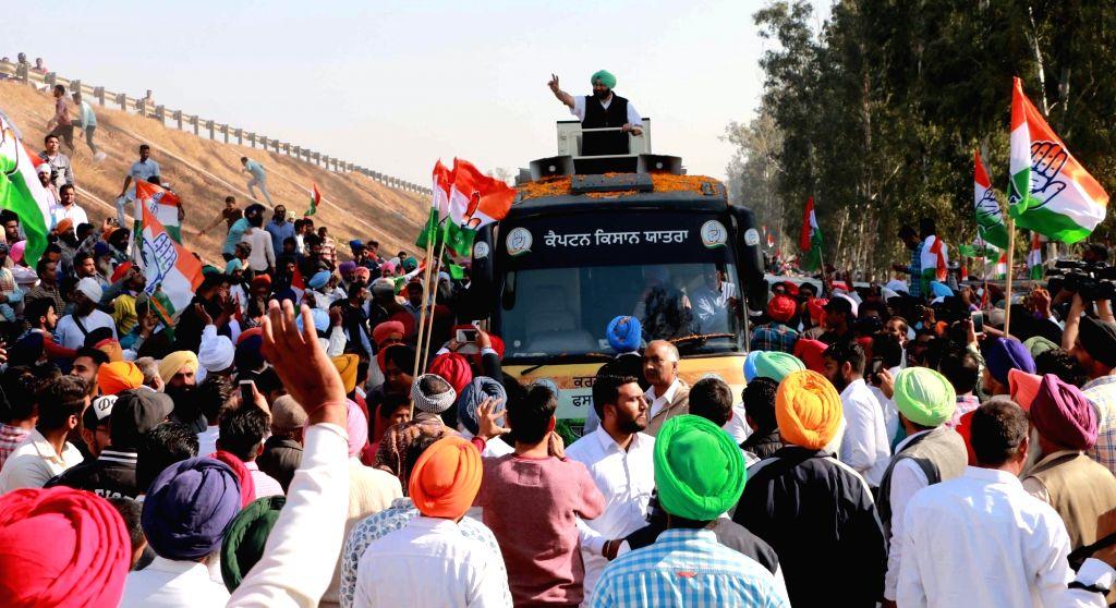 Punjab Congress Chief Capt Amarinder Singh along with his wife and MLA Parneet Kaur during a road show in Ghanaur near Patiala on Nov 26, 2015. - Parneet Kaur