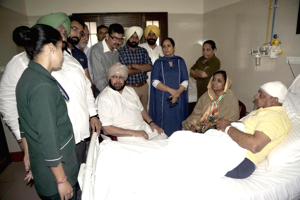 Punjab Congress chief Captain Amarinder Singh and Punjab Congress in-charge Asha Kumari meets Congressmen following a clash with Akali workers in Ludhiana on Oct 15, 2016. - Amarinder Singh