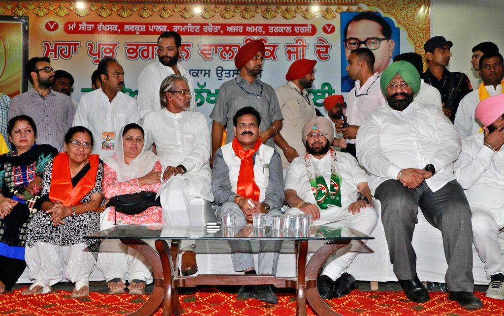 Punjab Congress chief Captain Amarinder Singh and Punjab Congress in-charge Asha Kumari during a programme on the occasion of Maharishi Valmiki Jayanti in Ludhiana on Oct 15, 2016. - Amarinder Singh
